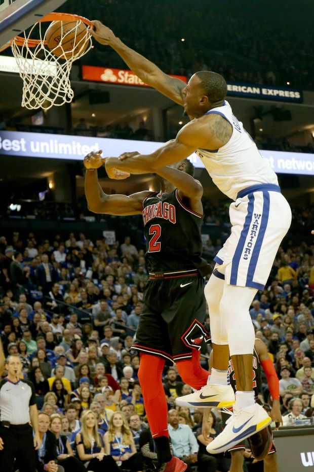 Golden State Warriors' Andre Iguodala (9) dunks against Chicago Bulls's Jerian Grant (2) in the first half of an NBA game at Oracle Arena in Oakland, Calif., on Friday, Nov. 24, 2017. (Ray Chavez/Bay Area News Group)