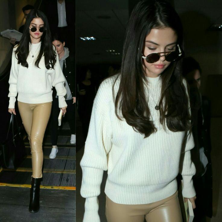 #SelenaGomezwas photographed today in LA at the airport in one of her first appearances after a break! Gorgeous!! • • • • • • • • • • • • • • • • • • • • • • • • • • • • • • #SelenaGomez foi fotografada, hoje, em LA, no aeroporto, em uma de suas primeiras aparições, após uma pausa! Linda viu!!