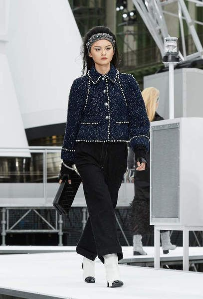 The Fall-Winter 2017/18 Ready-to-wear show on the CHANEL official website