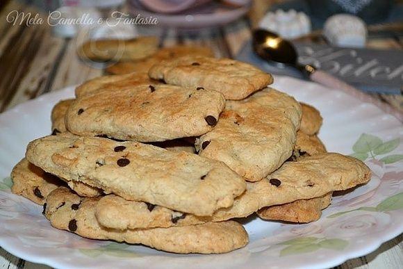 Biscotti mandorle e gocce di cioccolato – ricetta facile