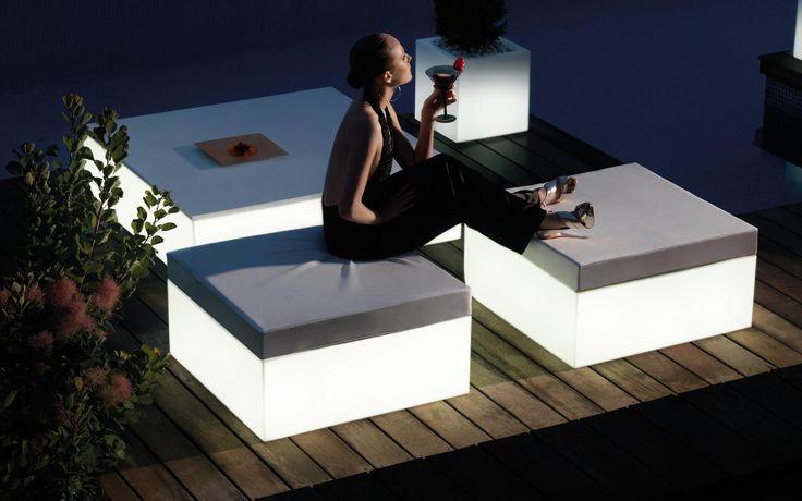 Hocker mit integrierter Beleuchtung, ein Traum für den Außenbereich