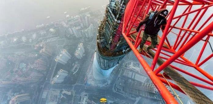 No topo da Torre de Xangai (14 Imagens + 01 Vídeo) | Hipernovas