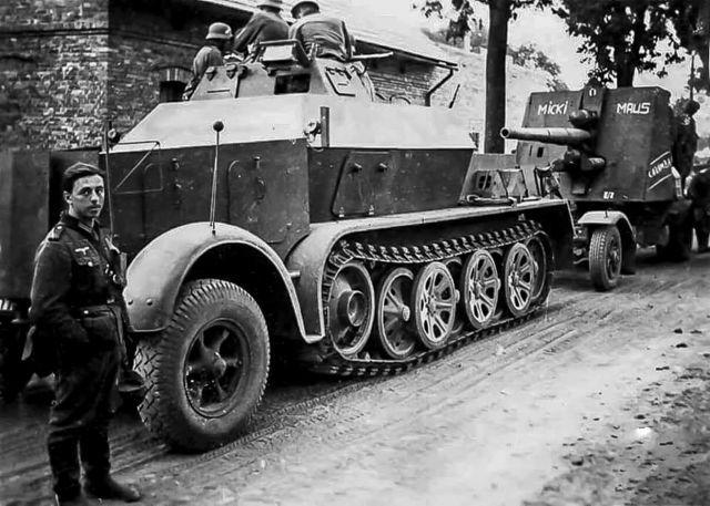 8,8 cm Fla.K. 18 mit Schutzschild auf Sd.Ah. 201 und gep.Zugkraftwagen 8t 'Bunkerflak' 'Micki Maus'