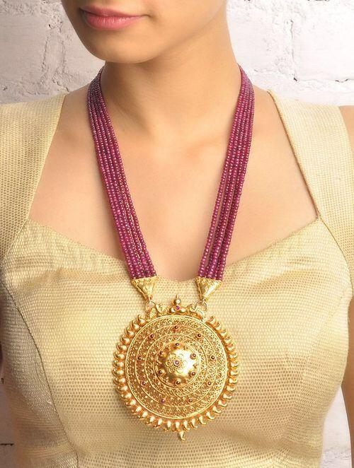 Imagen vía We Heart It https://weheartit.com/entry/167834664 #emerald #gold #jewelry #ruby #bluesapphire #bkgjewelry.com