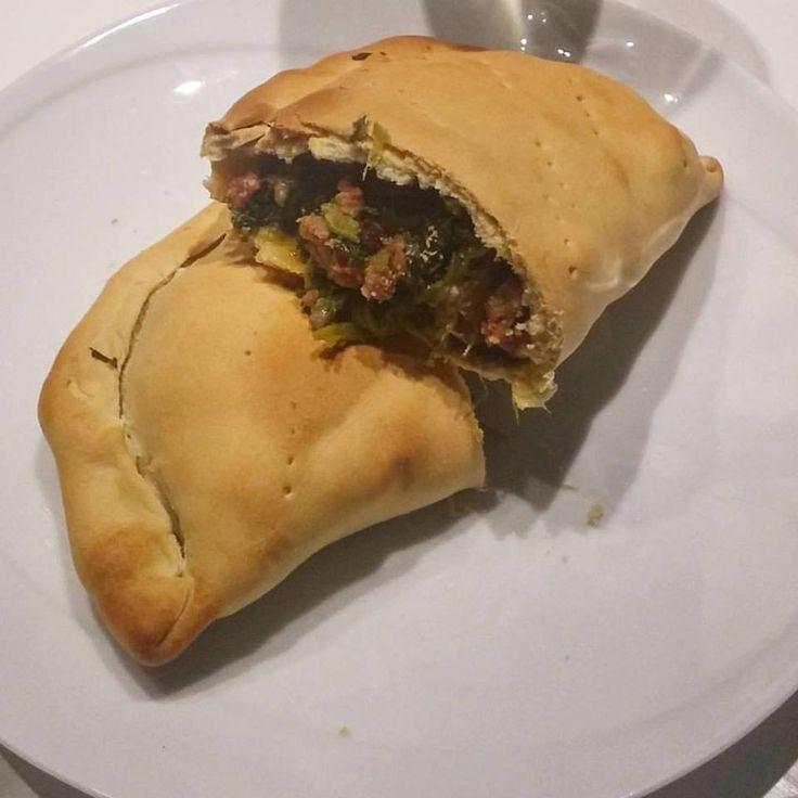 Empanadas con cime di rapa, salsiccia e peperoncino