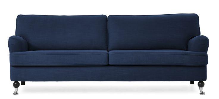 Watford 3-sits soffa i komfort standard. Det är en klassisk howardsoffa med mjuka rundade former och skön sittkomfort. Watford går att få i många olika tyger och färger och med olika typer av ben. Köp gärna till en fotpall, nackkudde eller fåtölj i samma serie.