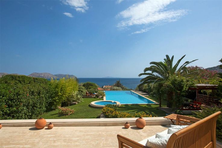 The house and grounds provide a private retreat high above the town and the sea, ideally located to take advantage of the #Greek #sun and cool #Attica breezes