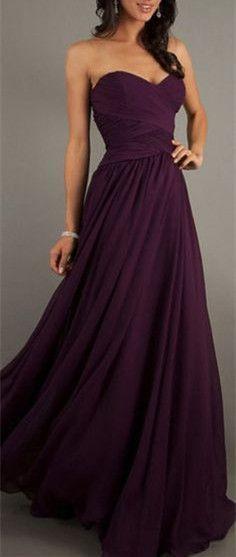 Este es un vestido. Puedo no vestir pero puedo comprarlo para mi amiga. El color de vestido es morado. En mi opinión, el vestido le queda bien y es fino.