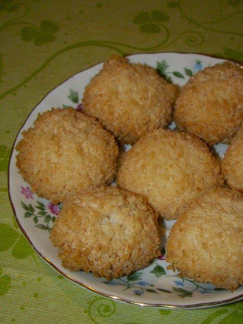 Cristina's world: Biscuiti simpli si deliciosi, cu cocos