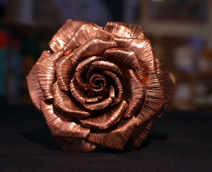 Cómo hacer una rosa con láminas de cobre.  #MWMaterialsWorld #rosa #rosadecobre #manualidadesconflores #flormetálica #rose #copperrose