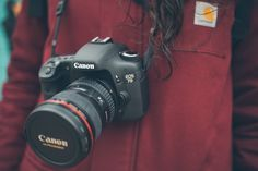 Figuring out how to choose the best DSLR camera for beginners is a challenge. That's why we created this handy guide to help you make this DSLR decision.