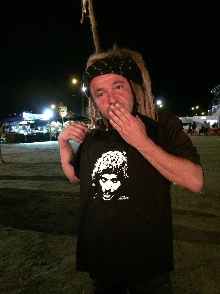 Daniel de la banda Norte Americana Nada Surf con la camiseta de su ídolo Camarón. Espectáculo Eterno Camarón.