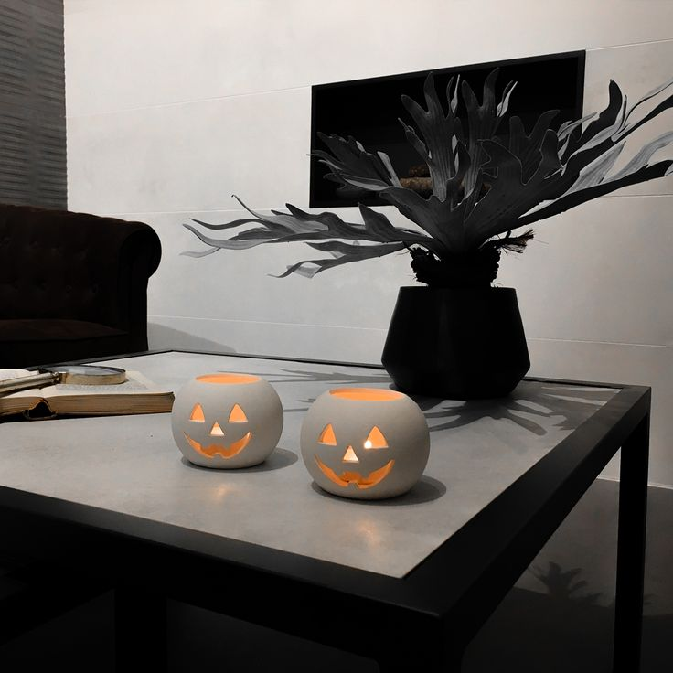 Are you ready to give a spooky look to your living room  #Decotips: dim your lights, light some candles and if you hear some weird noise... use your couch blanket as a protector shield!  Happy Halloween night!!!