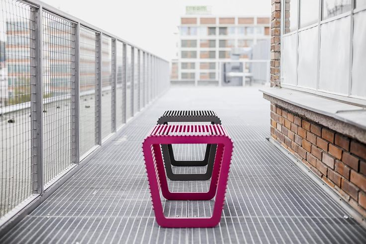egoé outdoor furniture | LIMPIDO bench is literally indestructible. This sturdy furniture set with distinctive rounded lines will look great in any environment – in gardens, on terraces or in public spaces. design: Roman Vrtiška