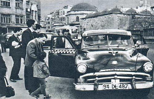 Çarşıkapı - Beyazıt arası bir taksi. (1970) (Taksimetrelerin yeni yeni kullanılmaya başlandığı zamanlar.) #istanbul