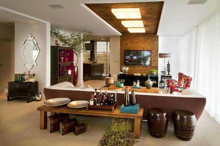 Sala forro de gesso iluminação madeira painel apartamento