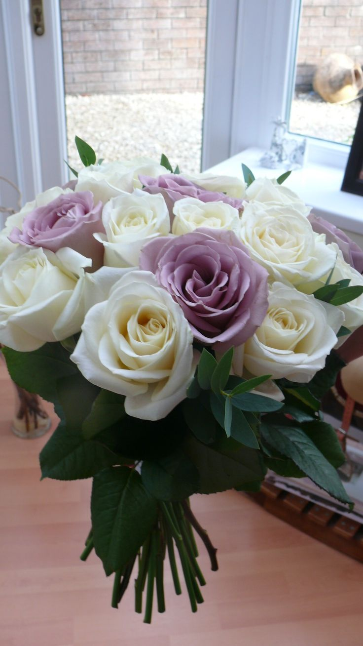 Avalanche and Amnesia rose brides bouquet