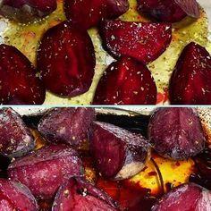 Fűszeres sült cékla Hozzávalók:      1 személynek:     2 db cékla     oreganó     bors     só    fél citrom leve     1 evőkanál méz     2-3 evőkanál olívaolaj