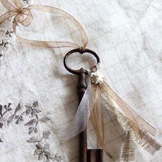 Grande clé ancienne romantique - bijou de porte ou à poser