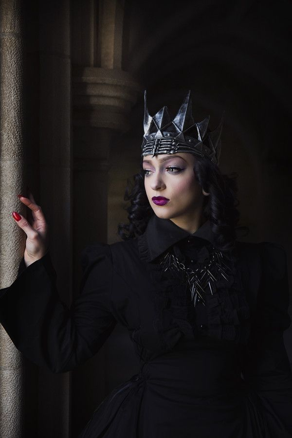 Queen / Witch