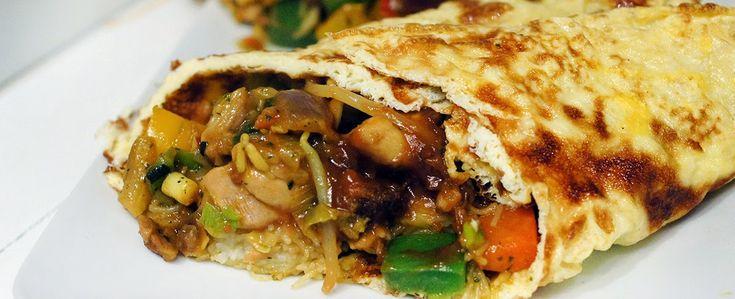 Gewoon wat een studentje 's avonds eet: Dinner: Dikke bamirol, oftewel: Een huge ass omelet met bami er in!