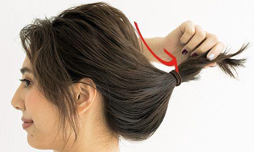 結んでねじって留めるだけ! おしゃれ夜会巻きのヘアアレンジ方法 | 美的.com