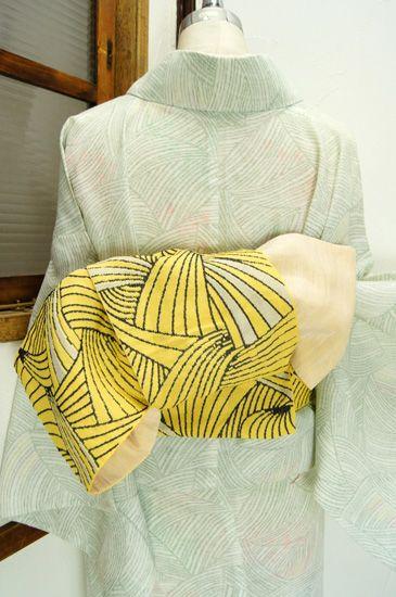 黄色に黒で織り出されたモダンアートのような曲線美しい半幅帯です。 #kimono