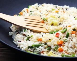 Riz sauté aux petits légumes : http://www.fourchette-et-bikini.fr/recettes/recettes-minceur/riz-saute-aux-petits-legumes.html