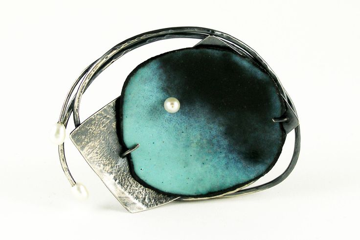 "Work - DEBORAH DAHER-USA ""My work is elegant and direct, resulting in contemporary jewelry with a powerful presence, illustrating the unfailing beauty of life."" Exquisite jewelry in gold, silver, gems and enamel."