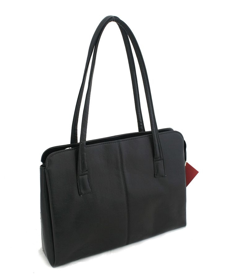 #seka Černá kabelka Seka na zip. Uvnitř – tři přihrádky, v prostřední, největší, je kapsa na zip a kapsa bez zipu na drobnosti. Materiál eko kůže.