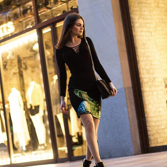 Co tam kochani ? My się dzisiaj wybieramy na miasto w spódnicy #snake ! Jakie wasze plany na czwartkowy wieczór? 🙈😁 #fashion #greymousefashion #followus #newbrand #polishbrand #skirt #model #photoshoot #photooftheday #picoftheday #shoponline #clothes #clothesforsale