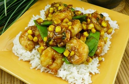 Sesame Shrimp with Snow Peas and Baby Corn       http://www.momswhothink.com/quick-and-easy-dinner-recipes/sesame-shrimp-with-snow-peas-and-baby-corn.html