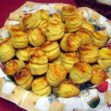 Pillekönnyű vajas-sajtos pogácsa