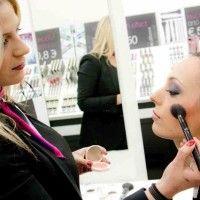BE UP….ΑΝΟΙΞΗ –ΚΑΛΟΚΑΙΡΙ 2014!!! Όλα όσα θέλετε να ξέρετε για τα χρώματα, τις τάσεις και το μακιγιάζ της άνοιξης : -Eyeliner ή μολύβι(γατίσιο βλέμμα)-χοντρή γραμμή, σε μαύρο...