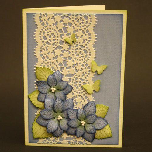 In dit blogbericht zie je 2 kaarten, die geïnspireerd zijn op kaarten met hortensia's, die we onlangs tijdens een aanschuifworkshop maakten.
