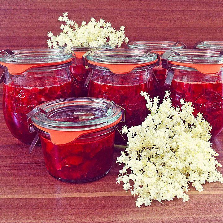 Erdbeermarmelade mit Holunderblüten, ein raffiniertes Rezept aus der Kategorie Kochen. Bewertungen: 76. Durchschnitt: Ø 4,6.