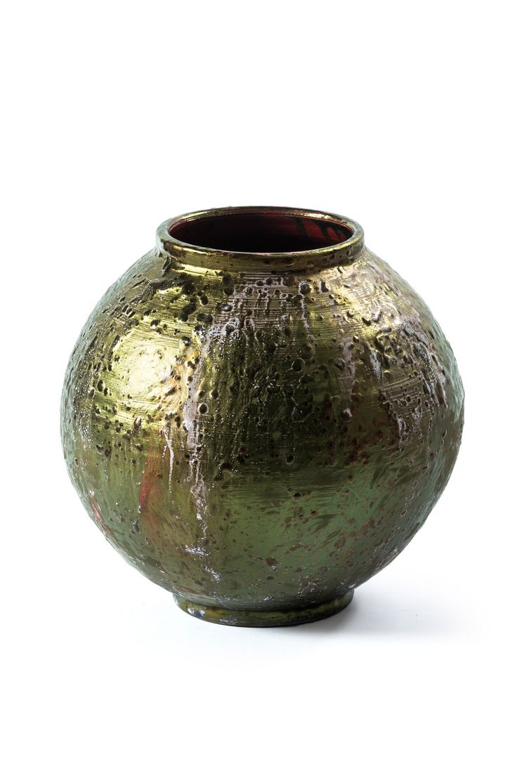 Ceramic vase glazed with precious metal - Mod. Sfera. Hand-glazed with precious metal Type finishing: Lustro - iridescent surface made from precious metals Exterior glazing metal type LUSTRO, based on precious metals Handmade product made by the craftsmanship Pecchioli Ceramica Firenze.