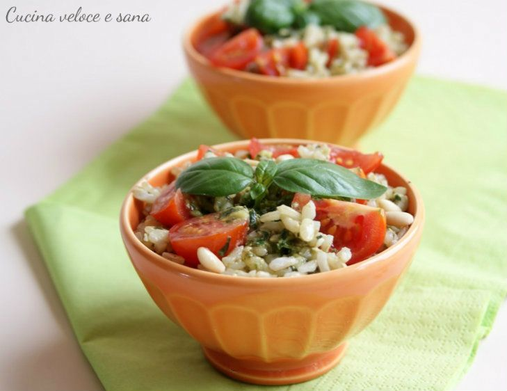 Riso freddo al pesto e pomodorini, ricetta estiva