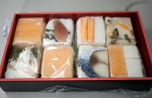 oshizushi (pressed sushi) purchased at Matsumoto Station, in Nagano prefecture. All the fish used here is pre-processed (salted or marinated in vinegar).