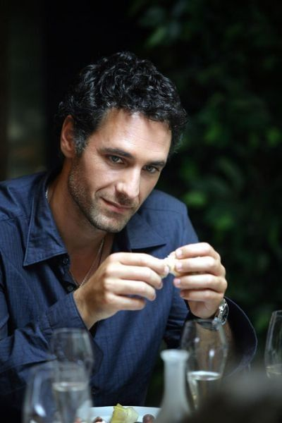 "Raoul Bova was born in a Roman white collar family, his father was an employee and his mother a housewife. He has two sisters who he is close to. His passion in his youth was swimming and he became a champion at 16. He performed his military duty in the ""Bersaglieri"" and he studied at the ISEF but didn't finish in order to begin an acting career."