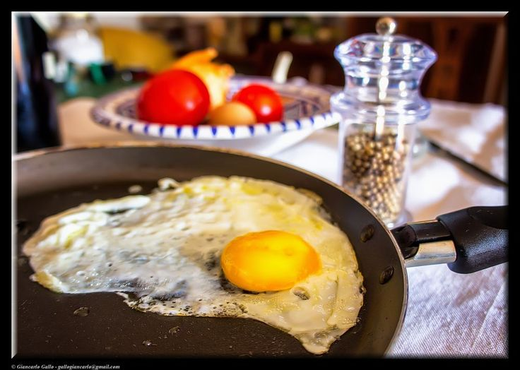 Fried egg by Giancarlo Gallo