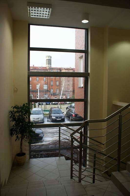Nowa klatka schodowa w Bonifraterskim Ośrodku Zdrowia w ramach którego funkcjonują Poradnie Specjalistyczne -  zakończenie prac grudzień 2012r.