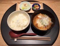 品川駅ナカのecute品川にできたおだし東京で電車の乗りかえついでにランチしました 季節のご飯とお漬物お椀がセットのランチメニューを食べましたがとっても上品な味わいでしたよ 駅ナカだから便利ですね tags[東京都]