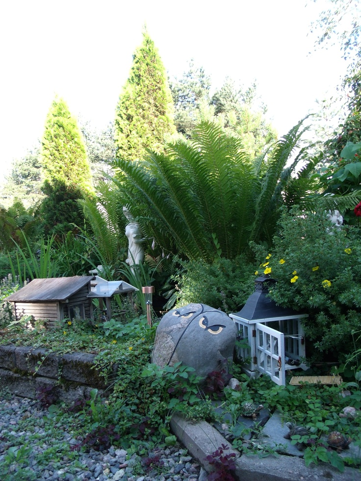 Kummitädin puutarha.