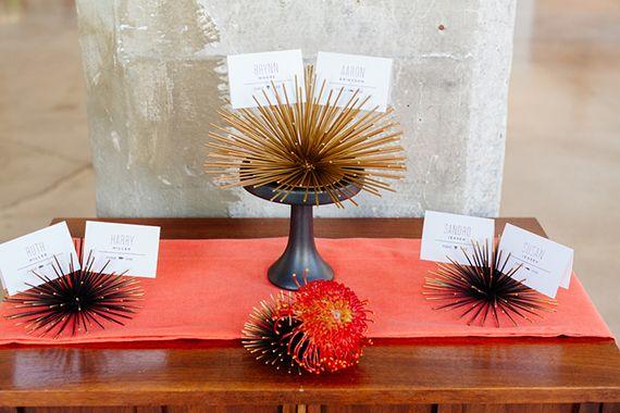 Современная аква и оранжевые идеи свадьбы   Фото Марии Wyar   Концепция дизайна современно События Florals   Подробнее - http://www.100layercake.com/blog/?p=74300