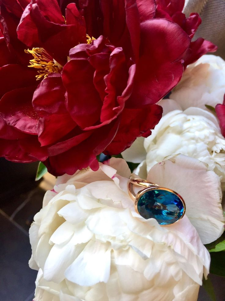More floral gorgeousness from the incomparable @flowersbymillandco, a lovely florist and a beautiful friend. And our Illuminaire topaz ring for a touch of luxe.   #thankyou #blooms #bestflorist #florist #sydneyflorist #flowers #peonies #favourite #love #ring #topaz #london #londonbluetopaz #rosegold #cocktailring #bigring #style #styleandsubstance #beautiful #стиль #цветы #кольцо #топаз #пионы #люблю #lizunova