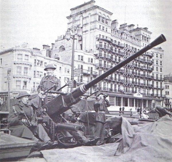 February 1943: Gunner Bruno Anderson and his Bofors gun & crew were emplaced right across the street from the Grand Hotel.