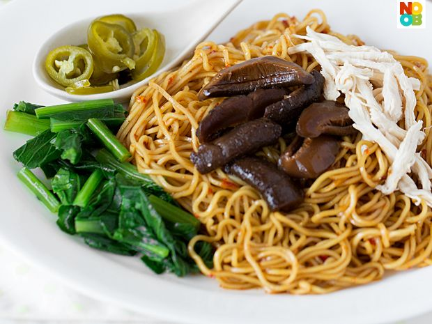 Shredded Chicken and Mushroom Noodle RecipeAsian Bites, Asian Cuisine, Noodles Recipe, Chicken Amp, Asian Food, Yummy Food, Asian Cookery, Chicken Noodles, Mushrooms Noodles