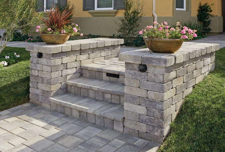 Gray-Moss-Charcoal Rustic Wall Stone. Pavers are Gray-Charcoal Courtyard combo stone in an ashlar pattern. Steps are Gray-Charcoal Bullnose.