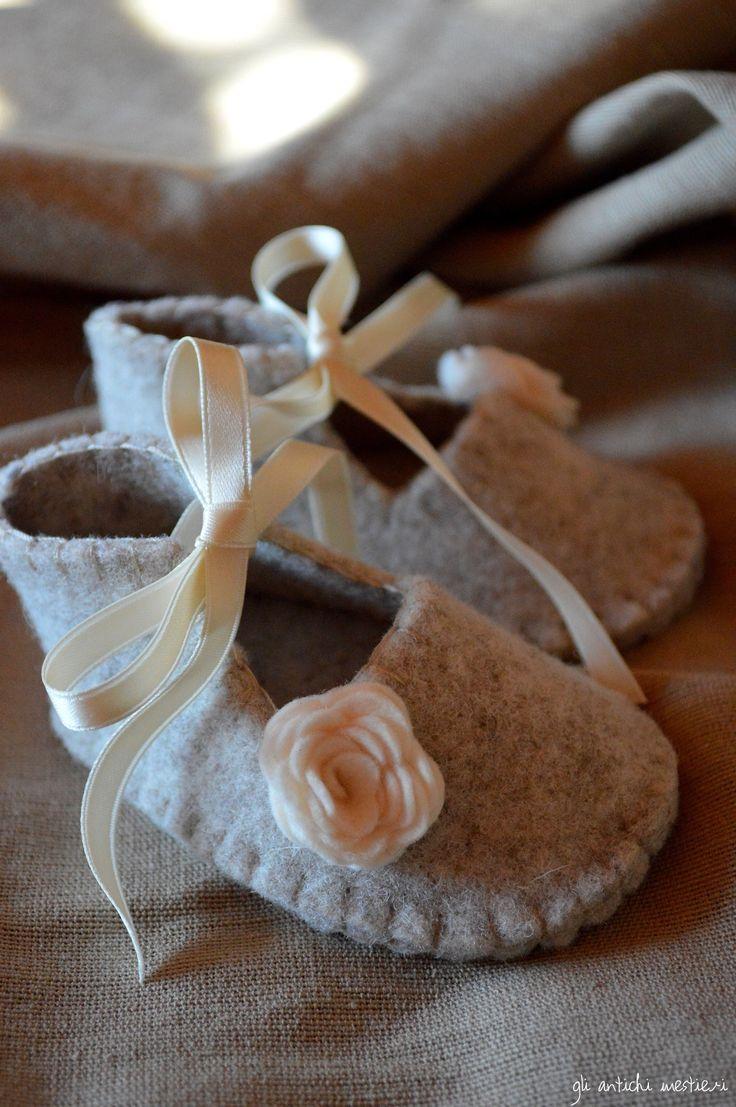 Per una piccola principessina..pantofoline di feltro vera lana, fatte a mano <3